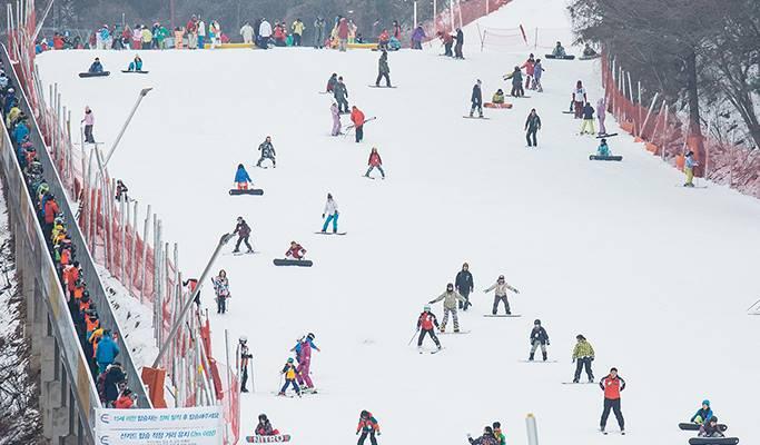 Ski/Snowboard Lift Pass + Equipment/Clothes Rental Package: Elysian Gangchon Ski Resort