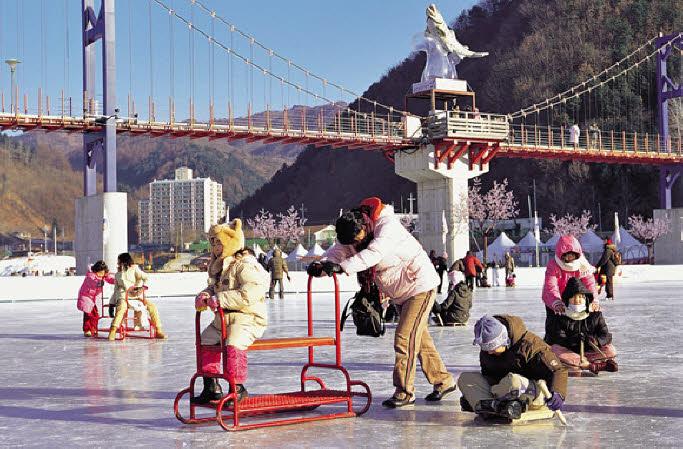 2017 Hwacheon Sancheoneo Ice Festival (Jan 14~Feb 5): Shuttle Bus Package